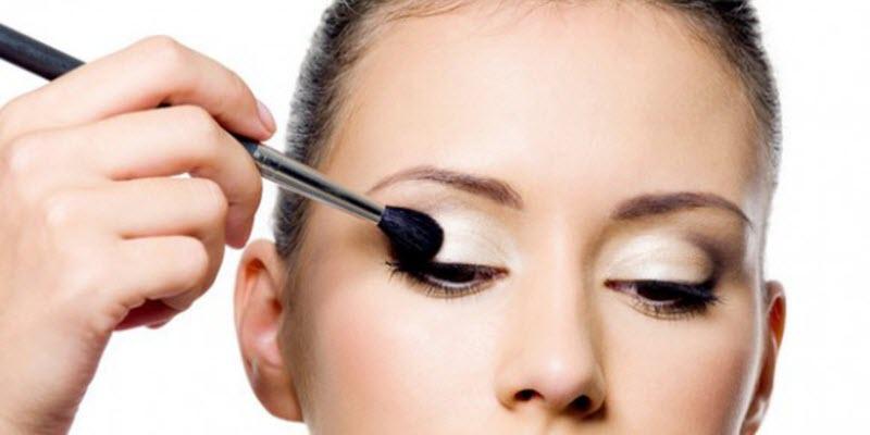 Eye shadow primer1