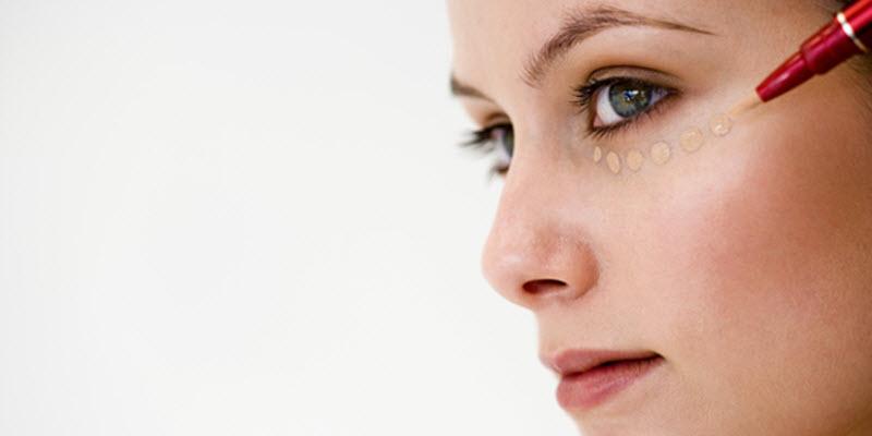Preparing Eyes with Concealer